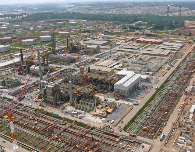 Construção Estrutura metálica  Petróleo, Papel e Celulose Pipe Racks e Prédios Industriais - COMPERJ - Petrobras