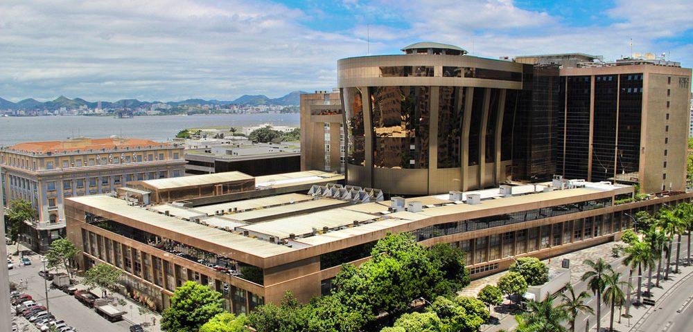 Construção Estrutura metálica  Comerciais e Institucionais Prédio Institucional - Treliças com 86 Toneladas Cada