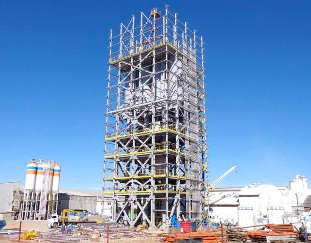 Construção Estrutura metálica  Cimento e Fertilizantes Torre de Processo - MC Bauchemie