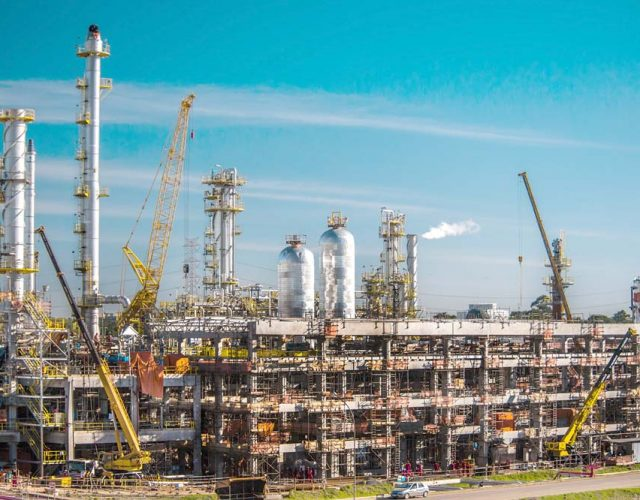 Construção Estrutura metálica Petróleo, Papel e Celulose Unidade de Tratamento Diesel - REFAP